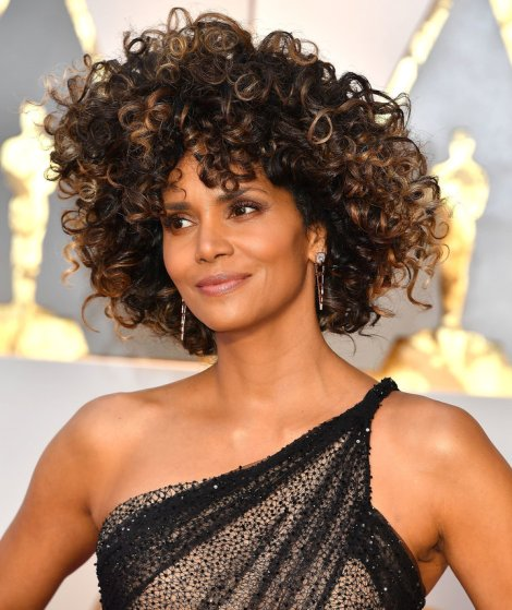 Halle Berry Oscar's 2017 Hair by Steve Granitz via Getty Images